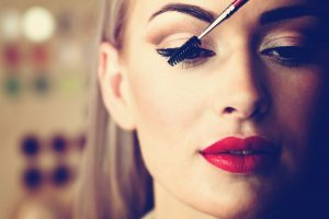 07-11-easy-ways-to-winter-proof-you-make-up-mascara