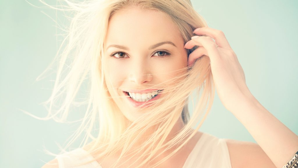 beauty-girl-smiling-wallpaper-wide-1q41t1r450